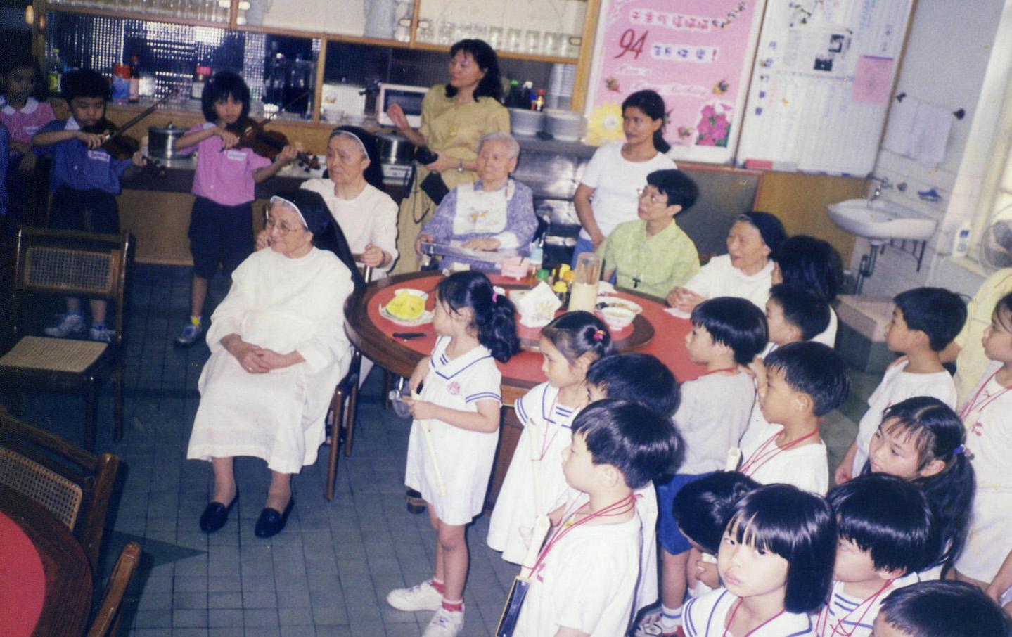 樂仁幼稚園幼生探訪五福會院修女